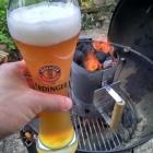 Der Grill brennt! Darauf ein leckeres Weißbier! :-)